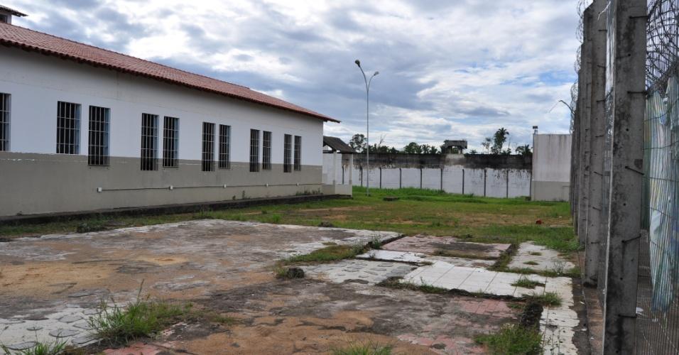 9.mai.2013 - A Comissão de Direitos Humanos da Ordem dos Advogados do Brasil,investiga supostas irregularidades no presídio Urso Branco, em Rondônia, que há 11 anos foi palco de uma chacina que resultou na morte de 30 presos e, atualmente, abriga mais de 700 homens. Entidades acreditam que o local pode se transformar no novo Carandiru