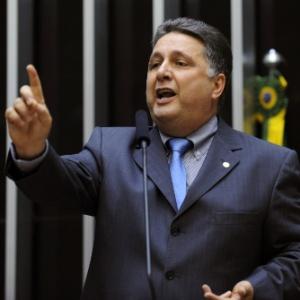 O deputado Anthony Garotinho (PR-RJ), durante sessão na Câmara dos Deputados que discutiu a MP dos Portos e foi suspensa após bate-boca com Eduardo Cunha (PMDB-RJ) na quarta-feira (8)