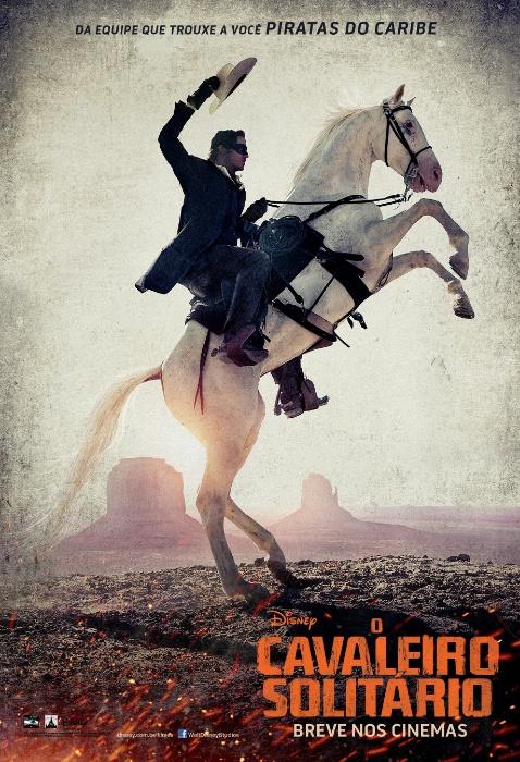 """Cartaz nacional de """"O Cavaleiro Solitário"""", de Gore Verbinski, com Johnny Depp como o índio Tonto e Armie Hammer como o personagem-título"""