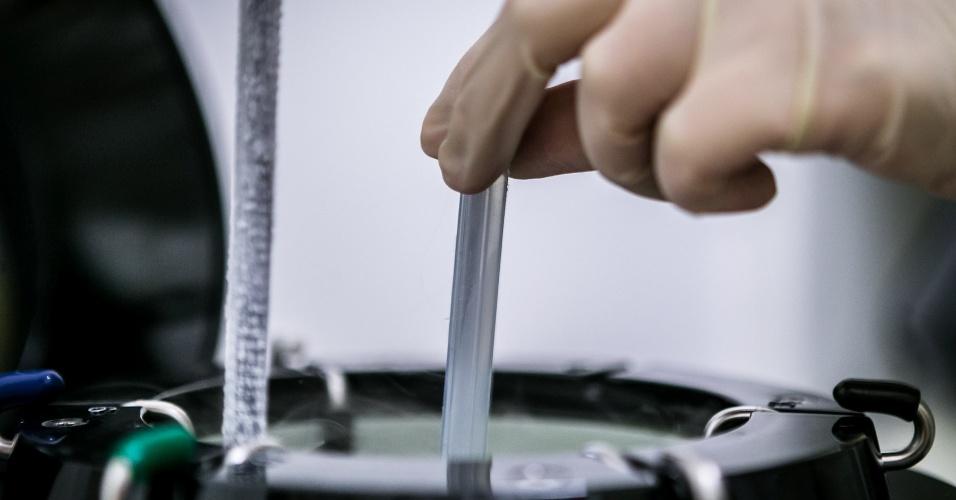 criopreservação - embrião é congelado; passo a passo de um tratamento fertilização assistida na clínica Huntington, em São Paulo