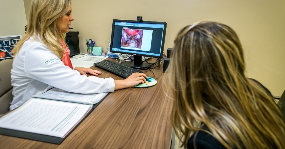 Passo a passo de um tratamento fertilização assistida na clínica Huntington, em São Paulo; médica explica a endometriose à paciente