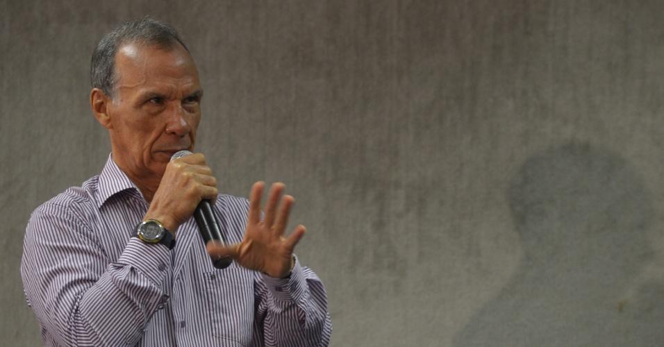 """10.mai.2013 - O ex-sargento Marival Chaves, que trabalhou no Destacamento de Operações de Informações do Centro de Operações de Defesa Interna em São Paulo (DOI-Codi/SP), presta depoimento à Comissão da Verdade, em Brasília. Ele afirmou que """"cadáveres de militantes eram expostos no DOI-Codi como troféu de vitória"""""""