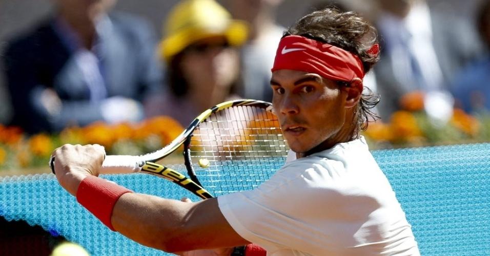 10.mai.2013 - Rafael Nadal em lance da partida contra o compatriota David Ferrer em Madri