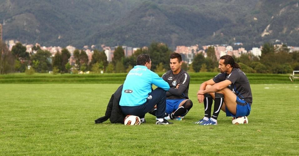 Vanderlei Luxemburgo dá atenção especial a Barcos e Vargas em treino do Grêmio