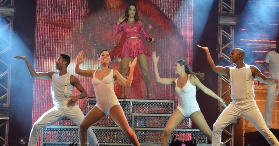 11.mai.2013 - Com um modelito curto e rosa, Ivete Sangalo apresenta o show Real Fantasia em Garanhuns, Pernambuco.