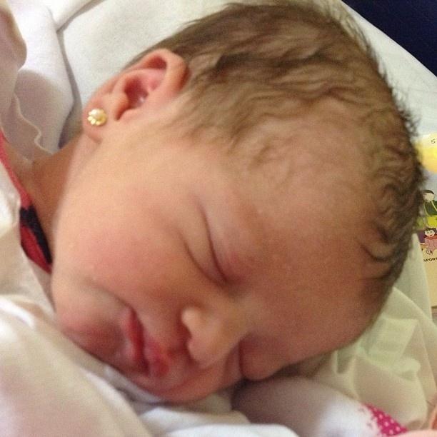 11.mai.2013 - Dhomini publica foto de Valentina, seua quarta filha que nasceu neste sábado