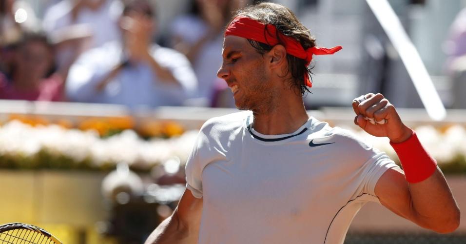 11.mai.2013 - Espanhol Rafael Nadal comemora ponto na partida contra Pablo Andujar