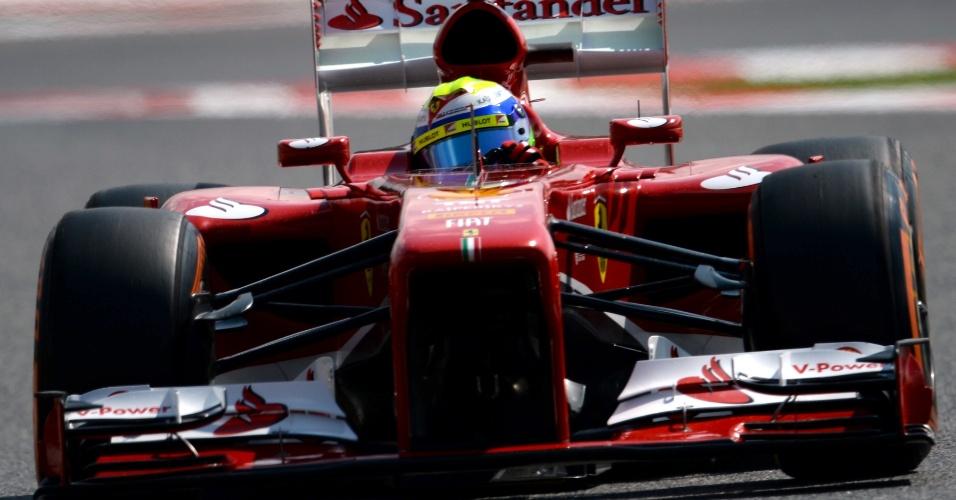 11.mai.2013 - Felipe Massa conduz sua Ferrari pelo circuito de Montmelò durante o treino de classificação para o GP da Espanha