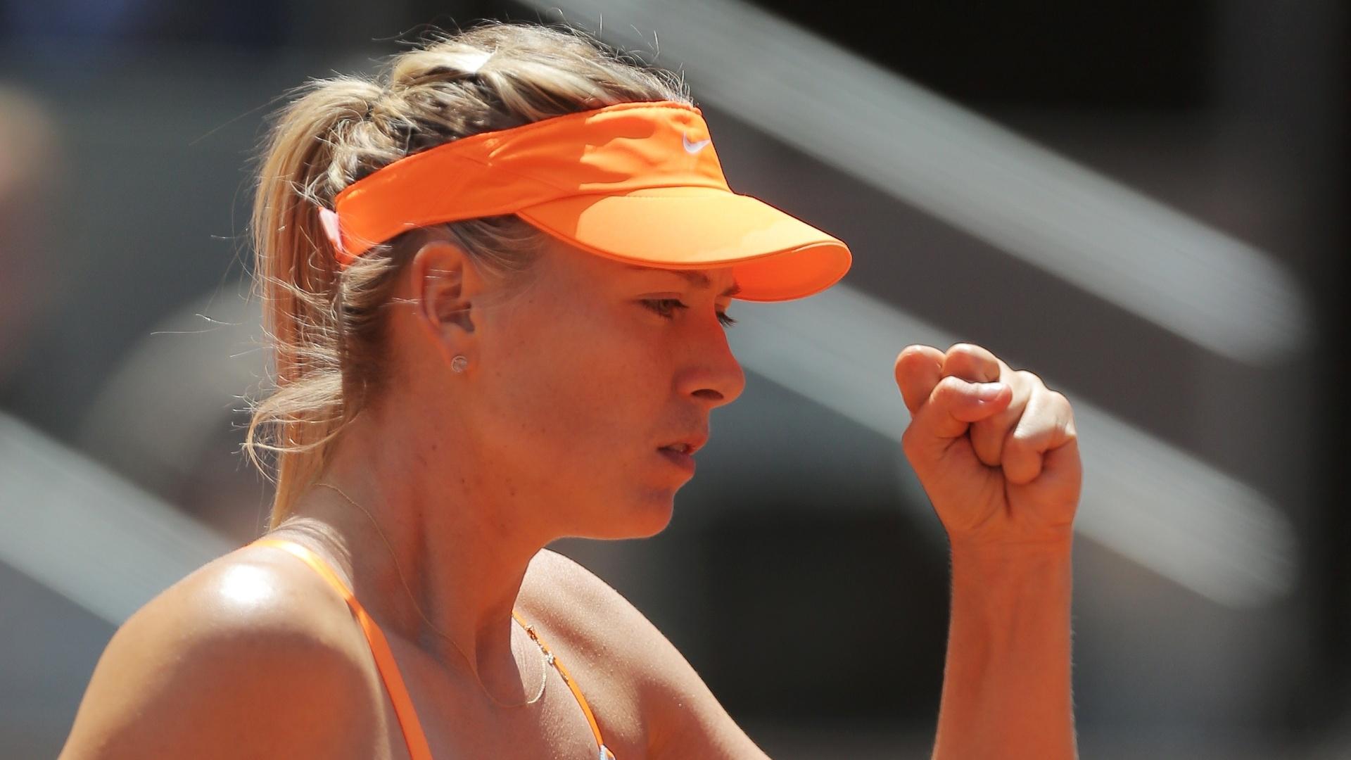 11.mai.2013 - Musa russa Maria Sharapova comemora a vitória sobre Ana Ivanovic em Madri