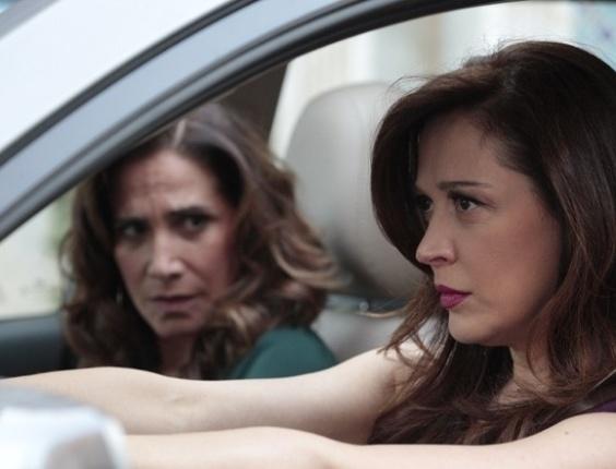 """Em """"Salve Jorge"""", Lívia tenta atropelar Theo e Morena"""