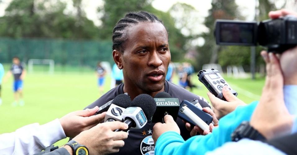 Zé Roberto concede entrevista coletiva após treinamento do Grêmio na Colômbia