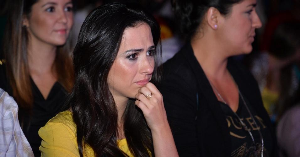 11.mai.2013 - A atriz e humorista Tatá Werneck aguarda o início da apresentação de Carlos Villagrán, o Kiko de