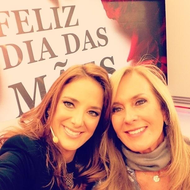 12.mai.2013 - Ticiane Pinheiro publica foto ao lado da mãe, Helô