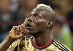 Presidente de arbitragem adverte que Balotelli ser expulso se deixar o campo