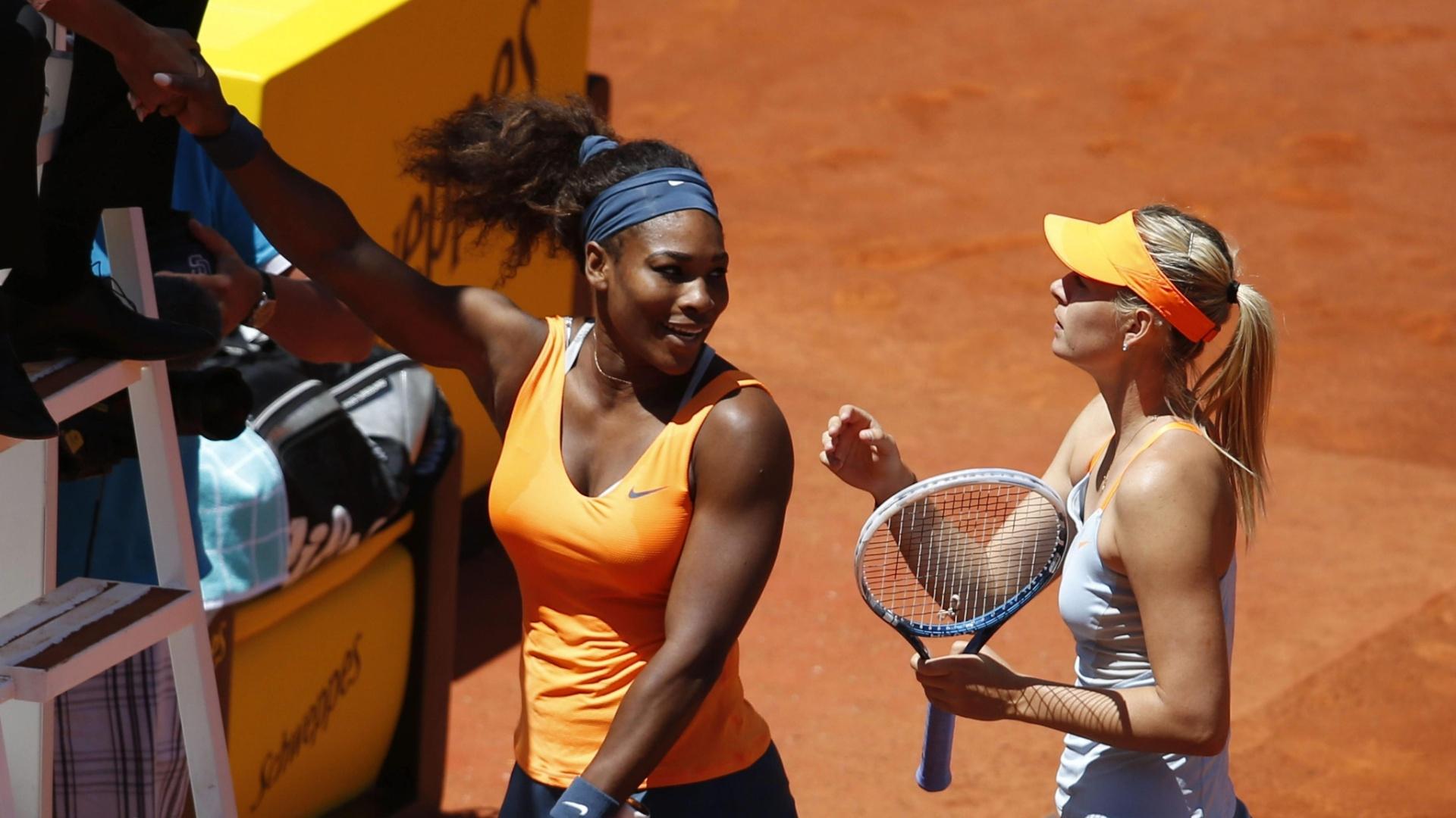 12.mai.2013 - Sharapova cumprimenta Serena Willians após derrota no Masters 1000 de Madri