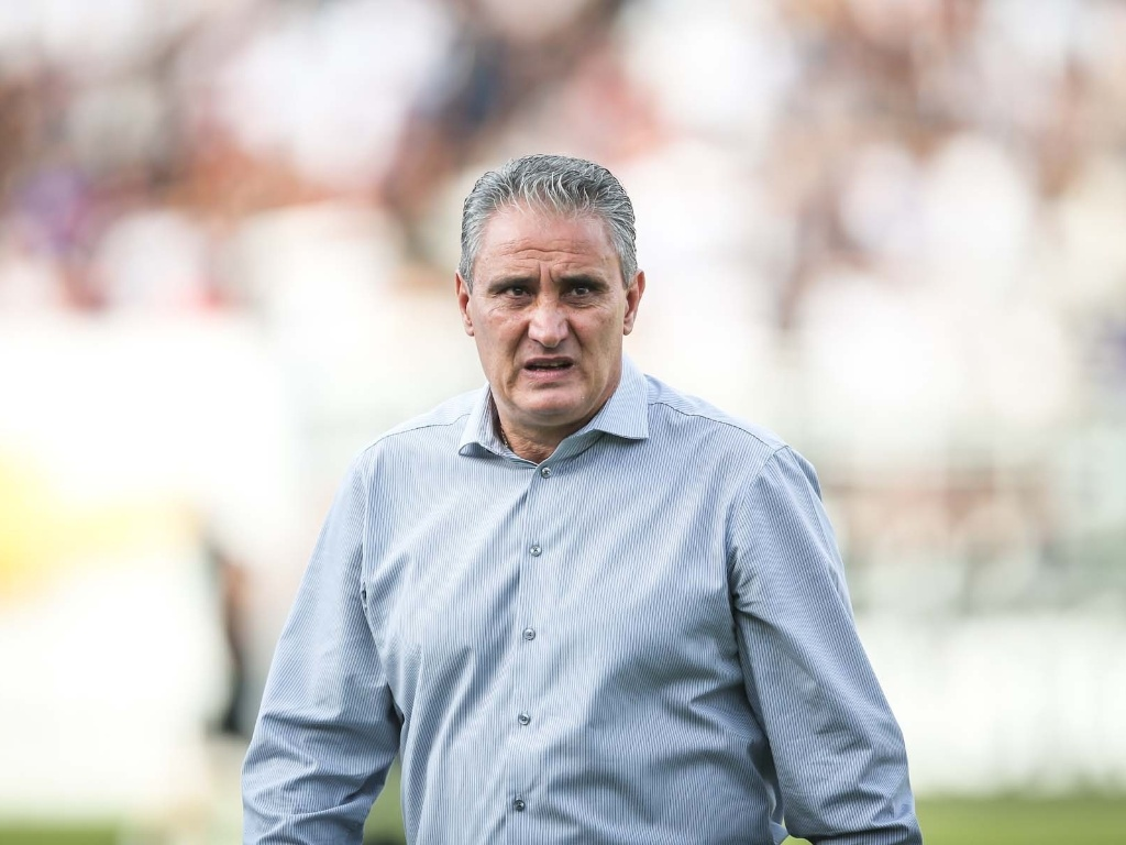 Tcnico do Corinthians, Tite faz cara de preocupado ante do jogo contra o Santos, pela final do Campeonato Paulista