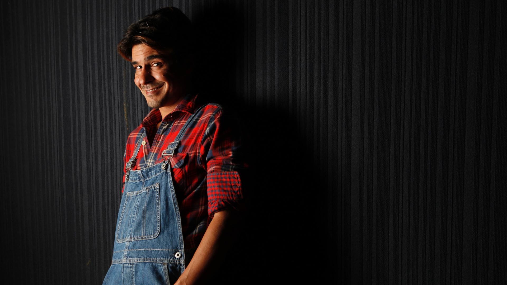 11.mai.2013 - André Gonçalves recebeu a reportagem do UOL no Teatro Antonio Fagundes, no Rio