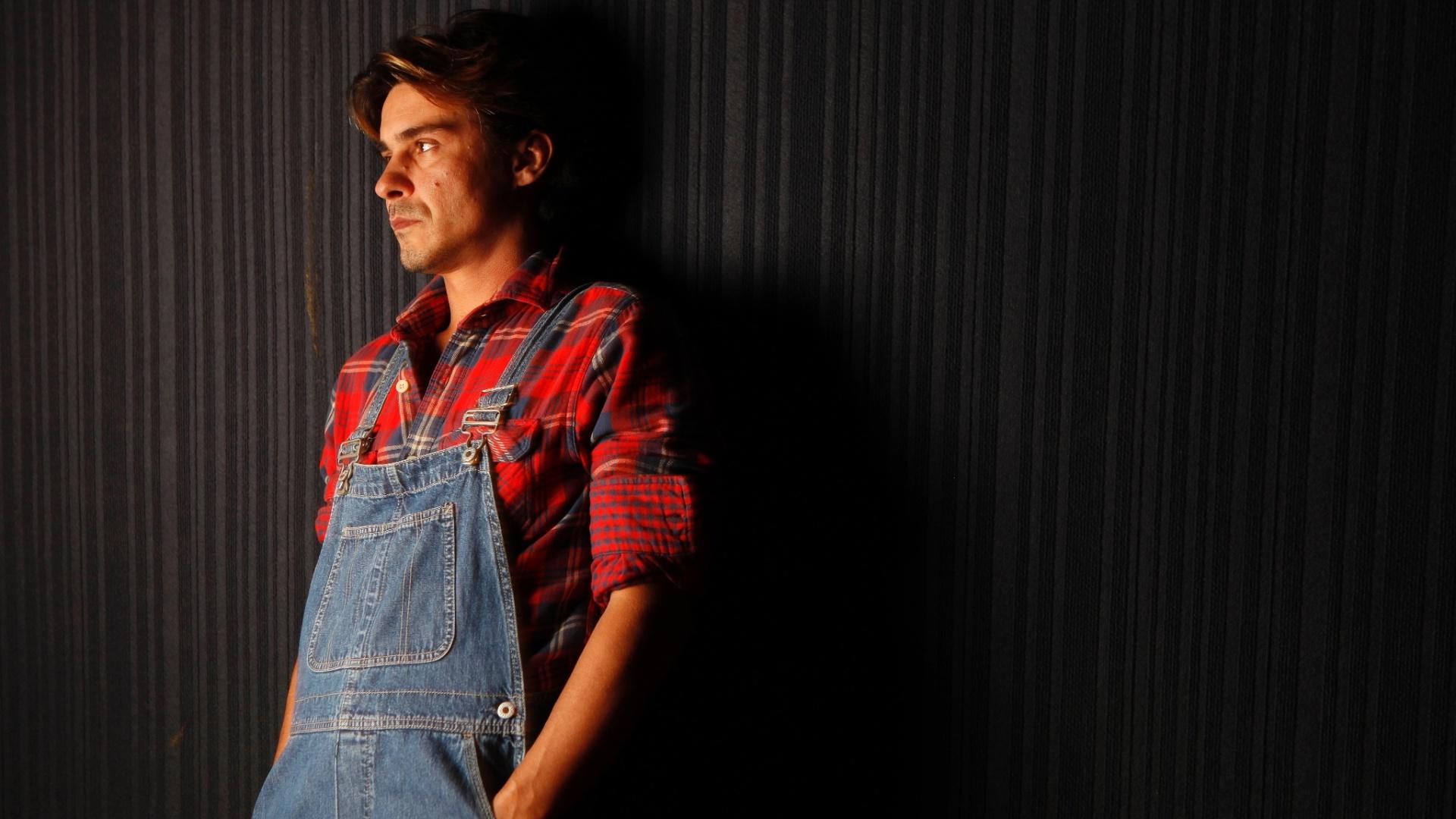 11.mai.2013 - André Gonçalves recebeu a reportagem do UOL no Teatro Antonio Fagundes, no Rio. Durante a entrevista, o ator de 37 anos, chamou o teatro de