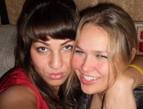 Marina Shafir e Ronda Rousey são amigas inseparáveis: moram, treinam e festejam juntas - tudo muito bem documentado nas redes sociais de ambas