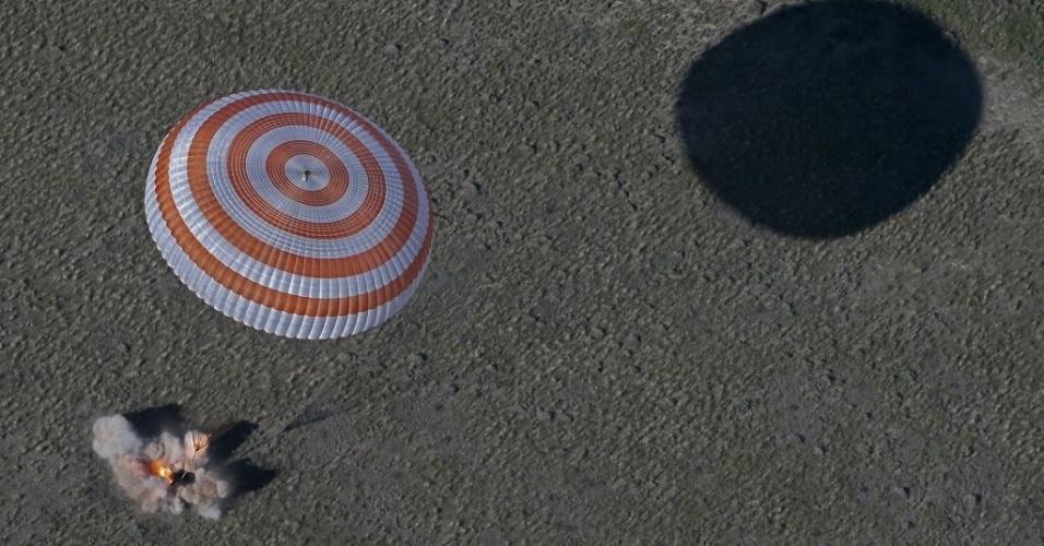 14.mai.2013 - A cápsula espacial russa Soyuz aterrissou com segurança a cerca de 150 km a sudeste da cidade de Zhezkazgan, no centro do Cazaquistão, trazendo três astronautas que passarem quase cinco meses na Estação Espacial Internacional