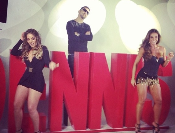 14.mai.2013 - Ex-BBB Anamara e Nicole Bahls gravam clipe de MC Bola. A msica 