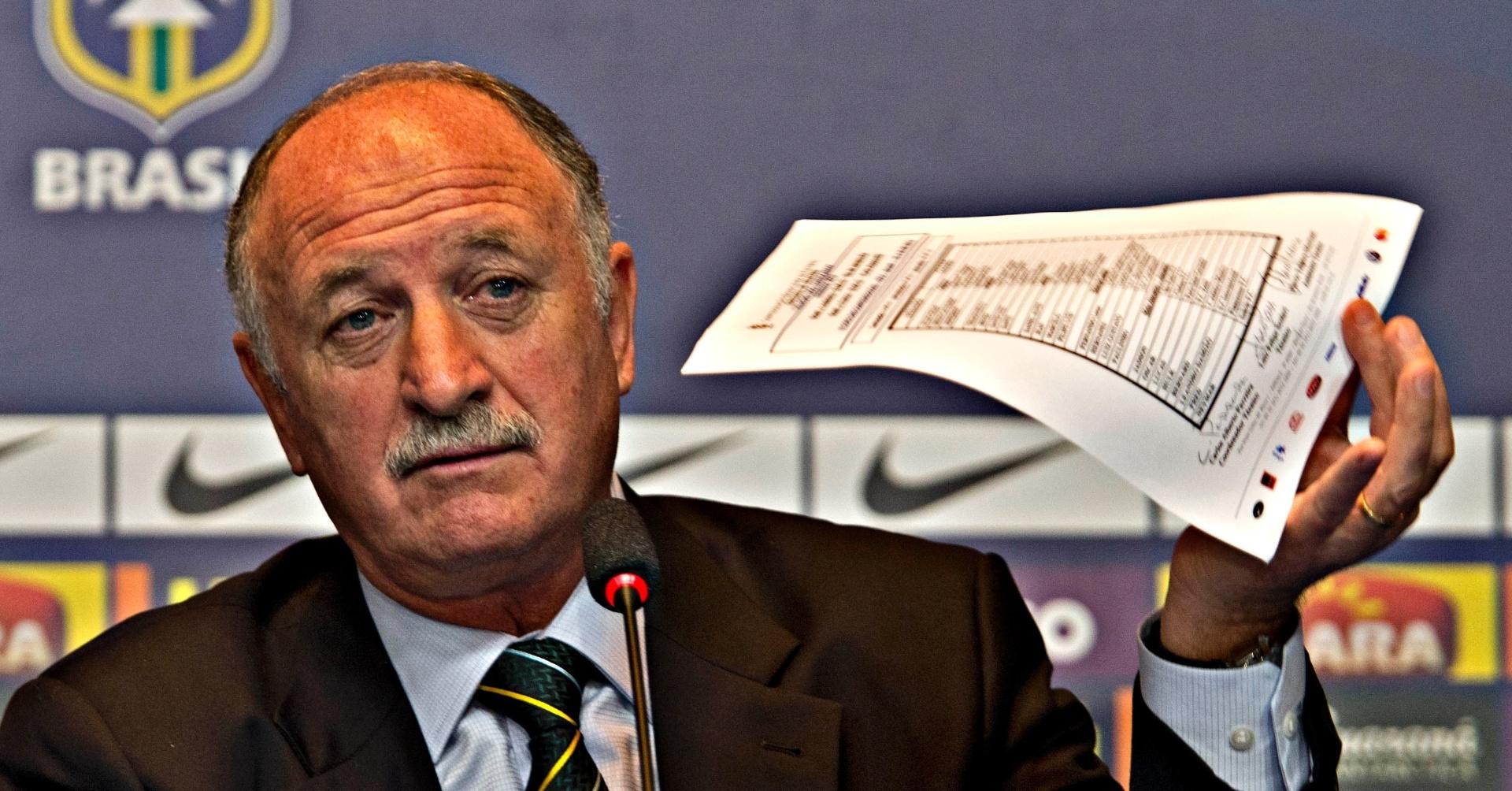 14.mai.2013 - Felipão dá entrevista coletiva após convocar a seleção para a Copa das Confederações