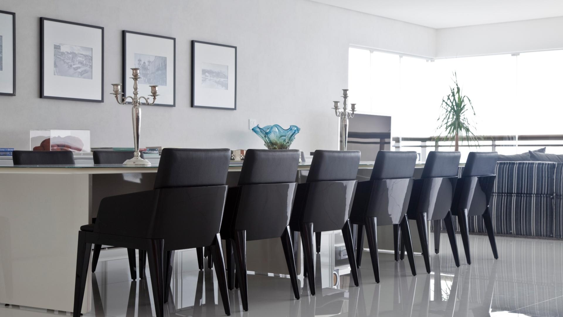 cadeiras Allegro de madeira com assentos revestidos de couro  #505C6B 1920x1080