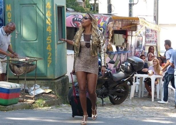 """Em """"Salve Jorge"""", Vanúbia escapa da prostituição na Turquia e volta ao Alemão poderosa"""