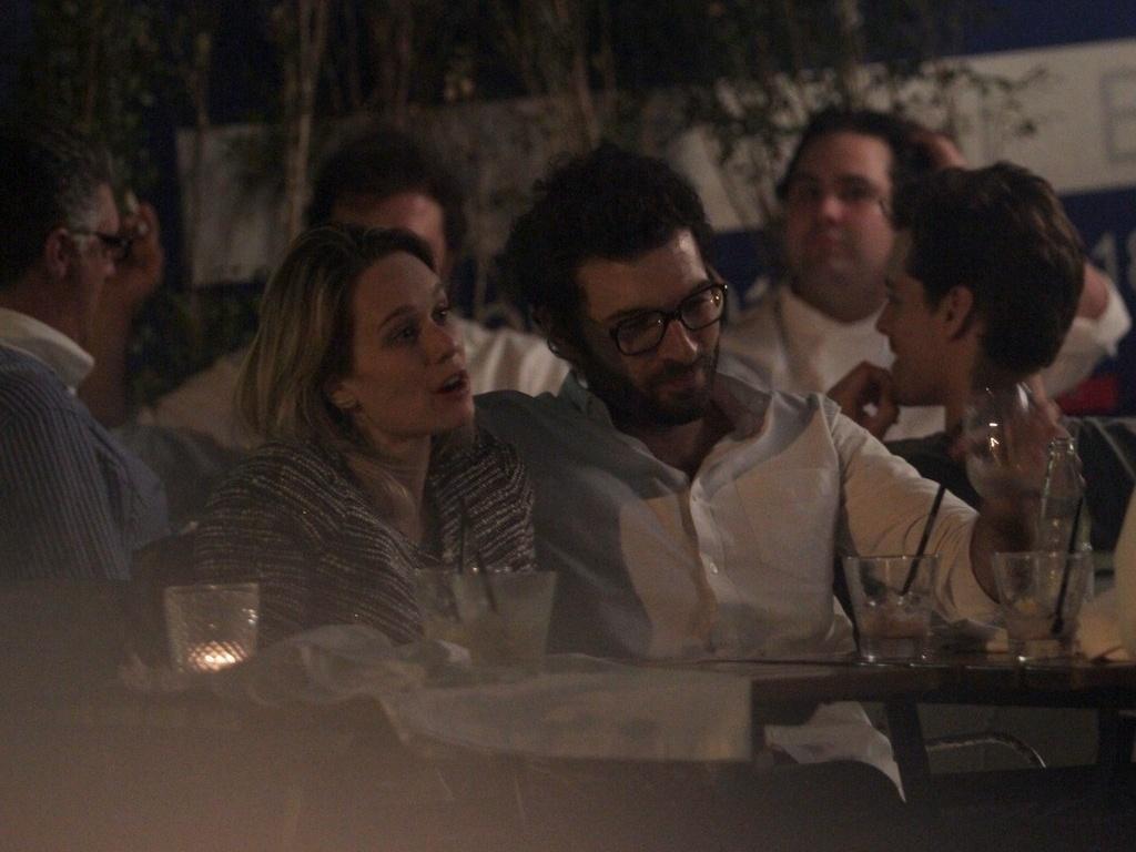 14.mai.2013 - Mariana Ximenes e o namorado Lucas jantam em restaurante de São Paulo