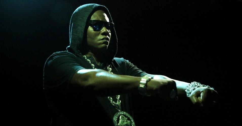 """14.maio.2013 - MC Sapão no cenário da gravação do clipe """"Toma Toma"""" em uma boate de Copacabana, Rio de Janeiro"""
