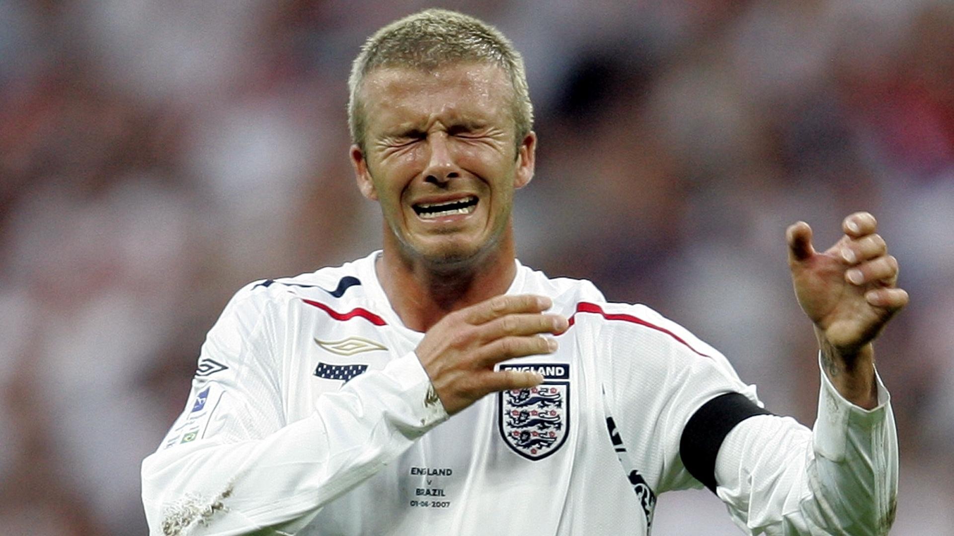 01.jun.2007 - Beckham com cabelo rapado durante amistoso entre Inglaterra e Brasil, em 2007