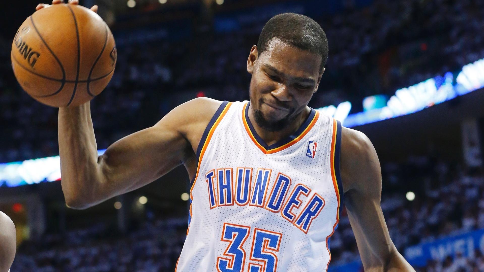 15.mai.2013 - Kevin Durant lamenta cesta do Memphis Grizzlies em partida contra o Oklahoma City Thunder