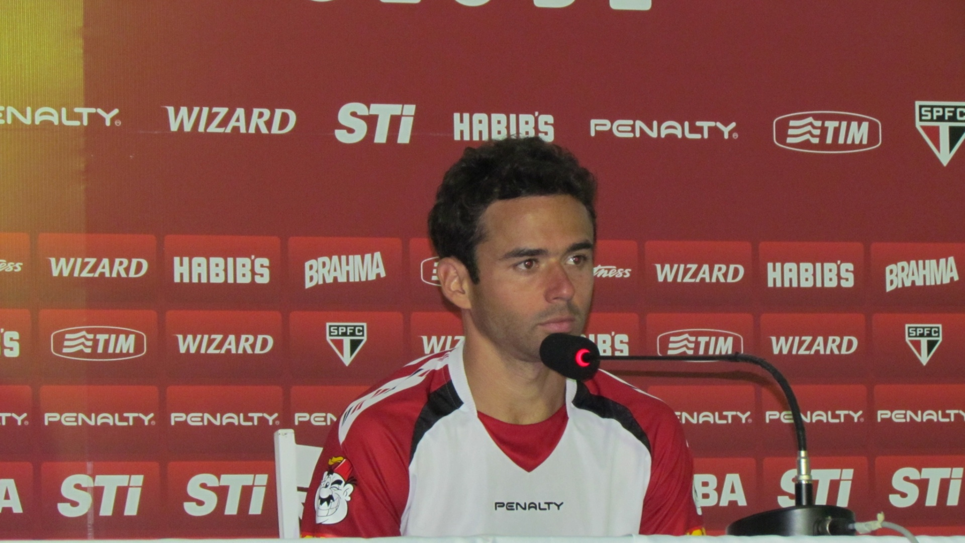 16-05-2013 - Juan dá primeira entrevista após ser reintegrado
