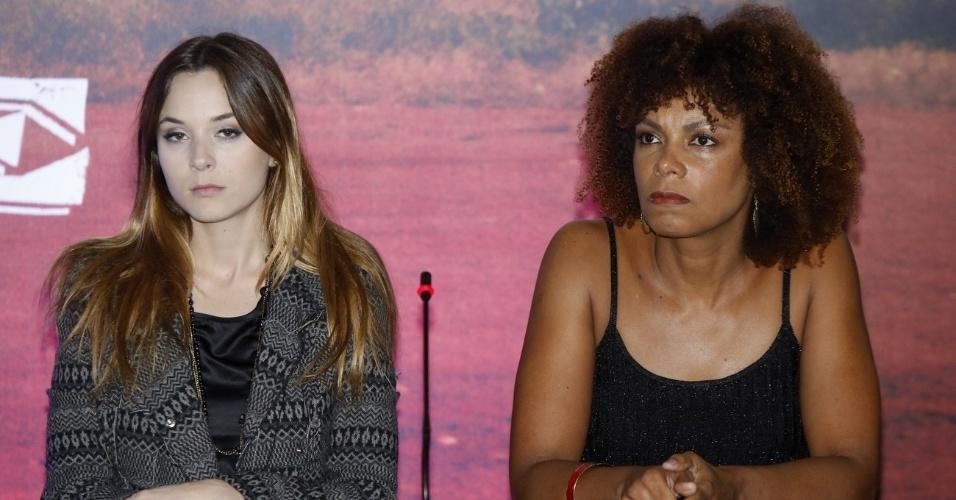 16.mai.2013 - Juliana Lohmann e Lica Oliveira durante coletiva de imprensa de