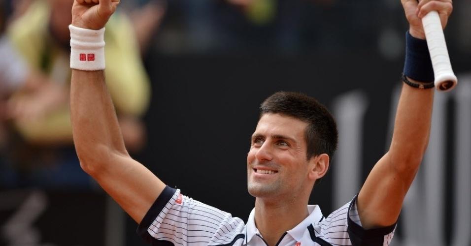 16.mai.2013 - Novak Djokovic vibra após derrota Alexandr Dolgopolov e passar para as quartas em Roma