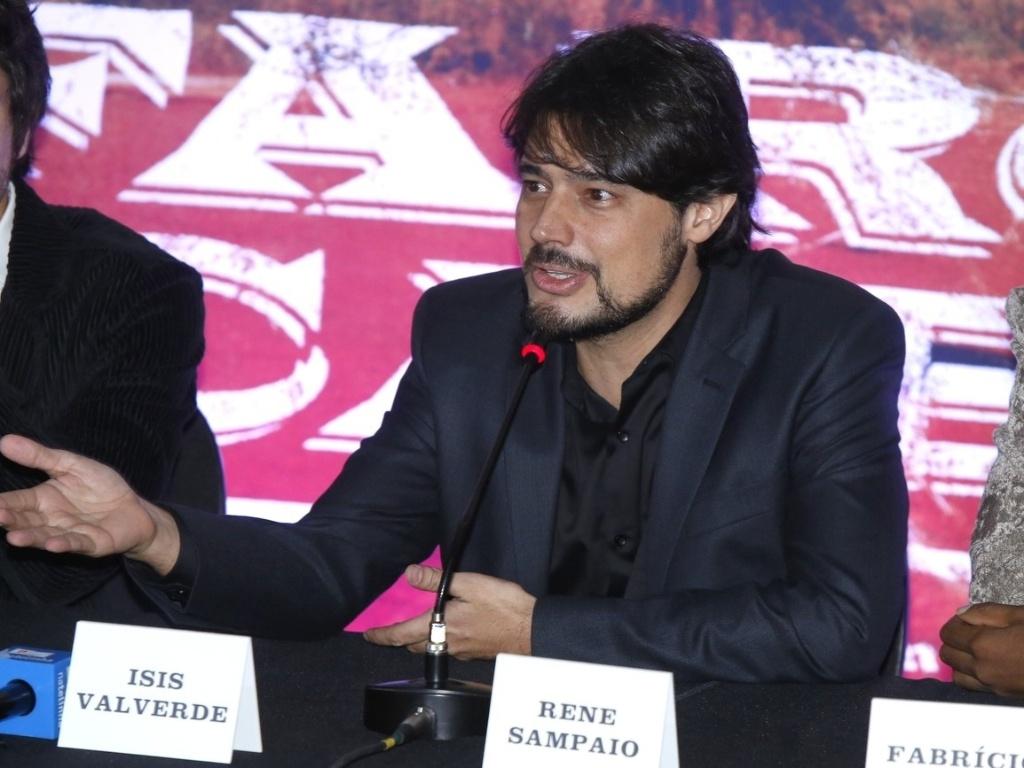 16.mai.2013 - O diretor Rene Sampaio durante a entrevista coletiva de