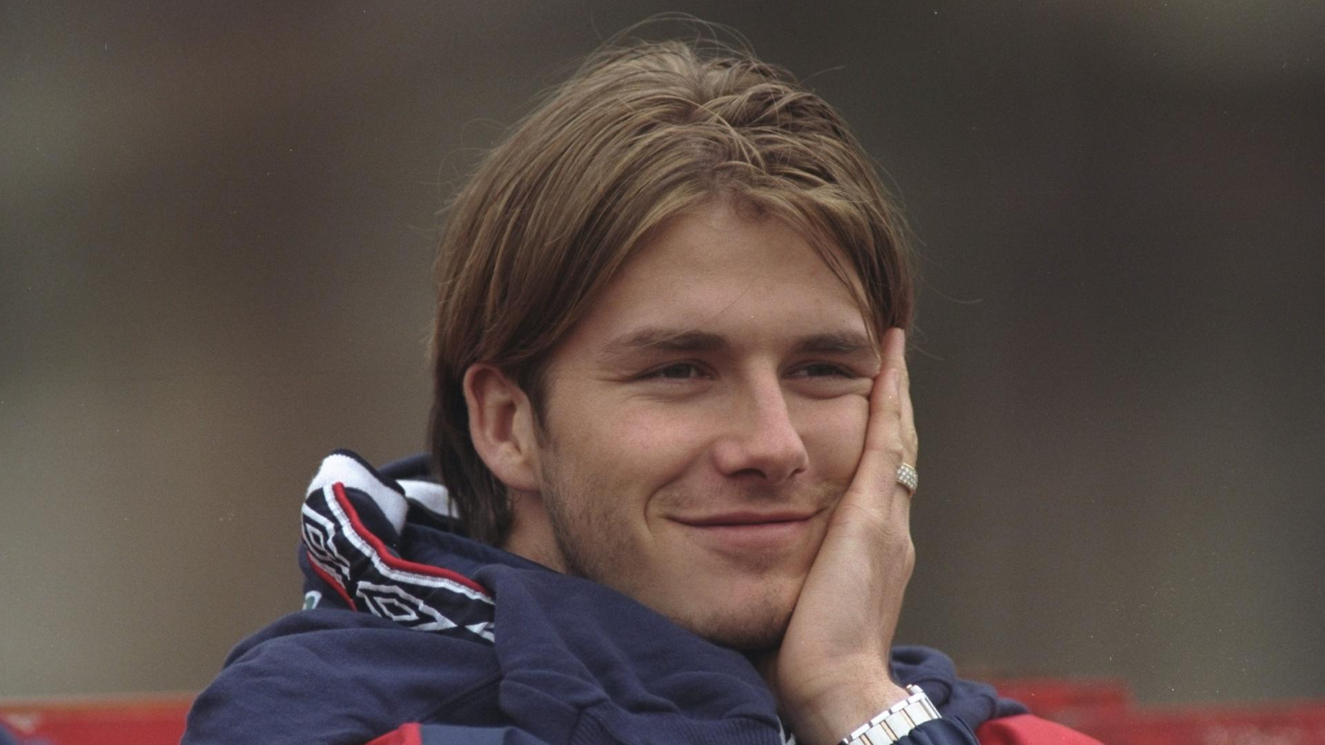 20.mar.1998 - David Beckham e seus fios alongados alguns meses antes da Copa do Mundo de 1998