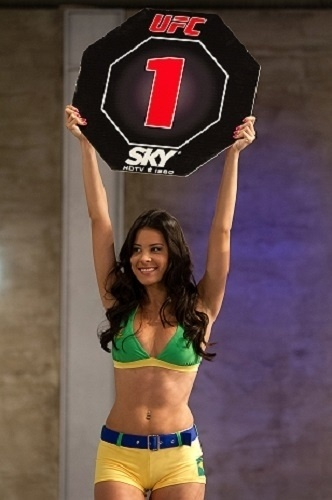 Camila Oliveira foi a ring girl do TUF Brasil 2, o reality show do UFC
