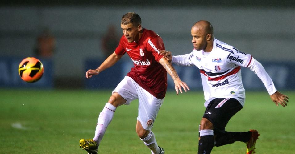 Meia D'Alessandro foi decisivo na vitória do Inter em cima do Santa Cruz-PE (15/05/13)