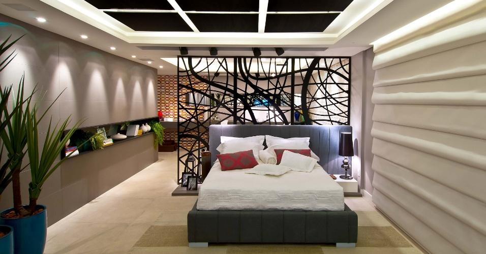 A Suíte Master é de autoria dos arquitetos Luiz Fernando Zanoni e Thaís Zimmermann. A Casa Cor Santa Catarina, pela primeira vez, acontece simultaneamente em Florianópolis e na Praia Brava, em Itajaí. As duas sedes do evento apresentam, no total, 45 ambientes até 30 de junho de 2013