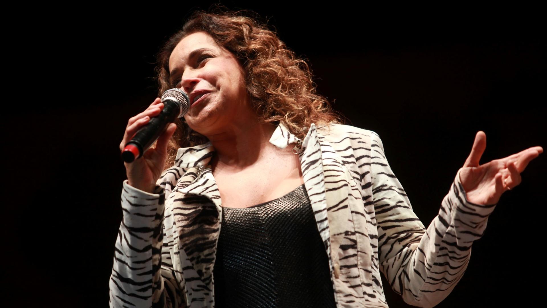 18.mai.2013 - A cantora Daniela Mercury em apresentação no Palco Júlio Prestes durante a Virada Cultural 2013. Daniela também entoou