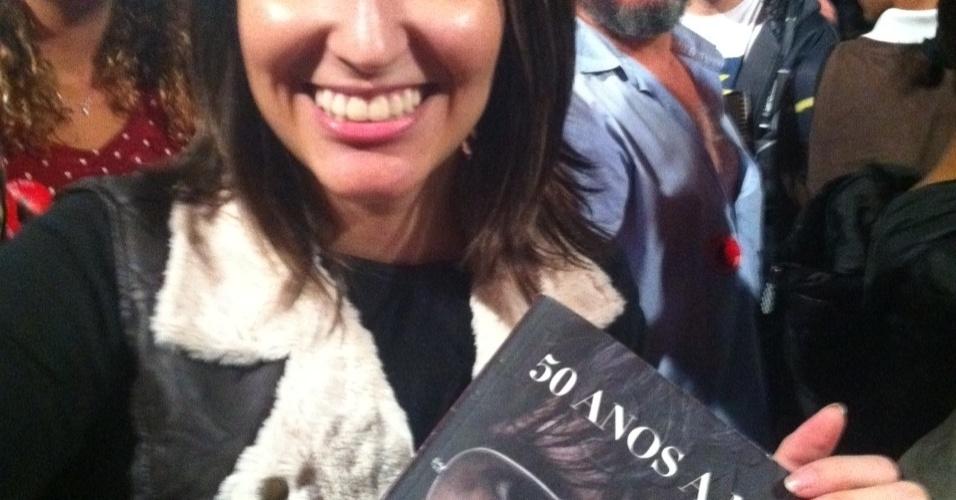 18.mai.2013 - Ariani Martins, de 21 anos, curtiu o show de Lobão da grade.