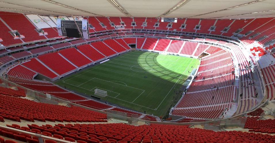 18.mai.2013 - Estádio Mané Garrincha foi inaugurado na manhã deste sábado