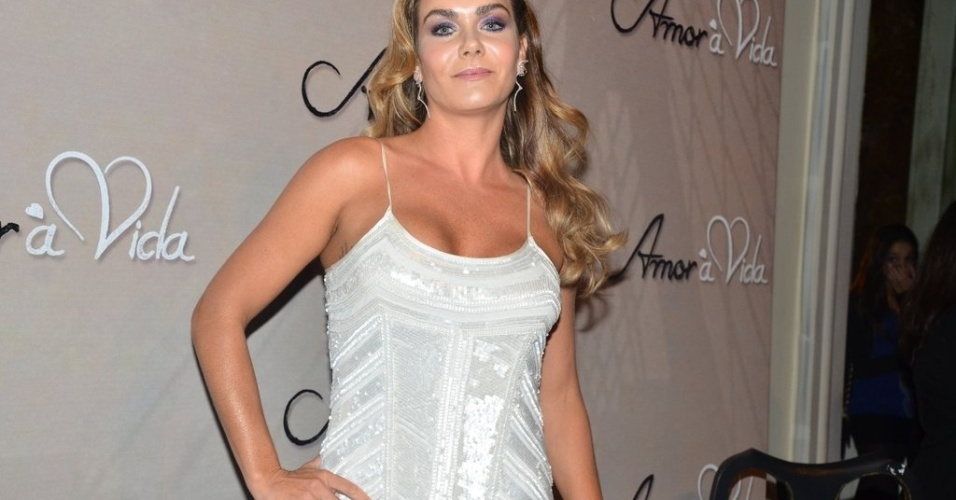 """18.mai.2013 - Luize Altenhofen na festa organizada pela Globo em um restaurante de SP para promover a novela """"Amor à Vida"""""""