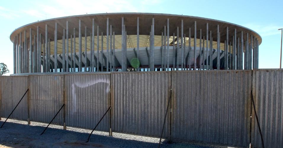 18.mai.2013 - Parte externa do Estádio Mané Garrincha