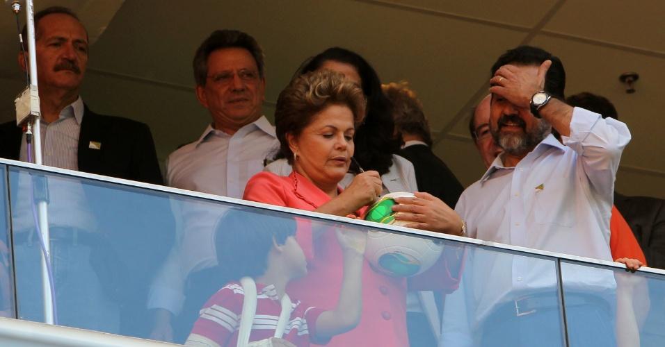 """18.mai.2013 - Presidente criticou os """"pessimistas"""" durante a inauguração"""