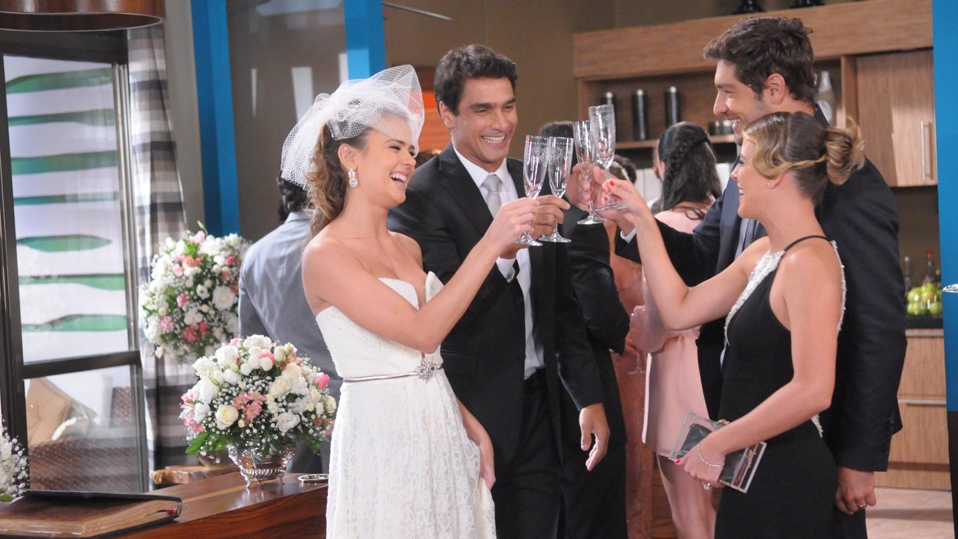 Mai.2013 - Casamento de Vicente (Rafael Calomeni) e Mirela (Thais Pacholek) em