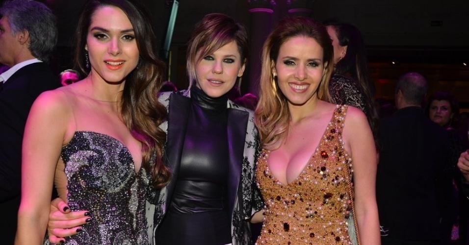 """18.mai.2013 - Fernanda Machado, Bárbara Paz e Leona Cavalli posam para fotos na festa de lançamento da novela """"Amor à Vida"""", em São Paulo"""