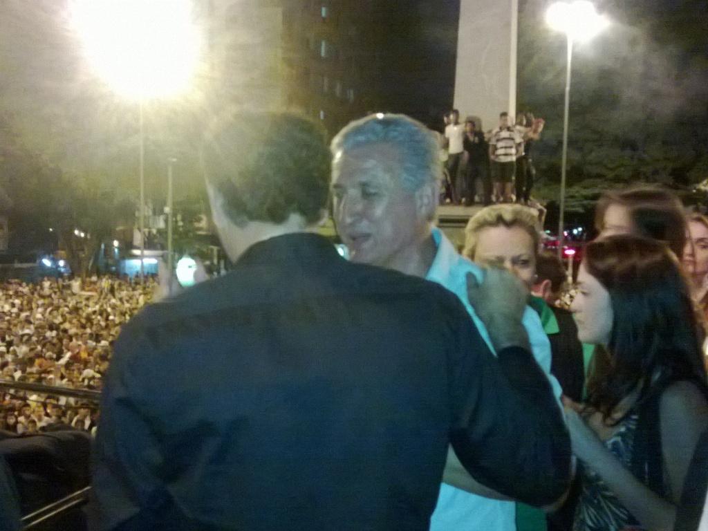 19/05/2013 - Cuca (com Eduardo Maluf) pede apoio da torcida para conquistar título da Libertadores