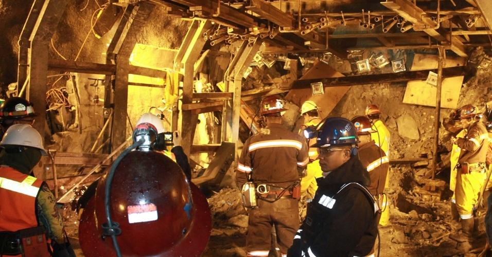 19.mai.2013 - Doze mineiros morreram e 16 estão desaparecidos cinco dias depois do desabamento de um túnel em uma mina de ouro e cobre da província indonésia de Papua, que pertence à empresa americana Freeport-McMoRan